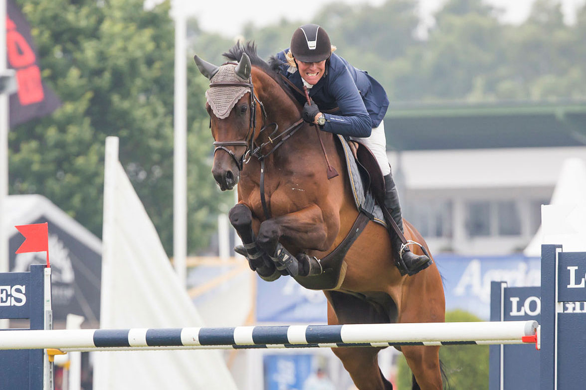 170716 Fredrik Jönsson, SVERIGE hoppar med hästen Cold Play i Falsterbo Grand Prix under dag nio av Falsterbo Horse Show den 16 juli 2017 i Falsterbo.