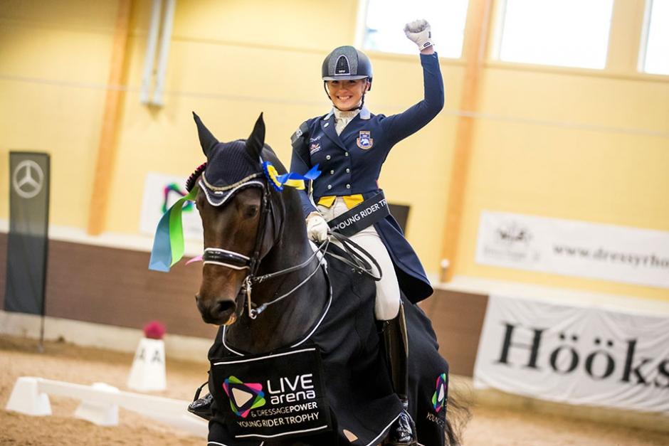 Två svenska lag tvåa i halvtid – Cecilia vassast bland young riders