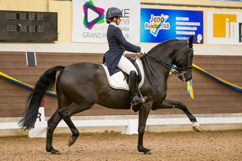 171022 Live Arena Dressage Power Young Rider Final Clara Espinosa och Gordon var 3:a i GP-Kür och fick därmed 25 000:- Photo: Roland Thunholm Code: 718 35