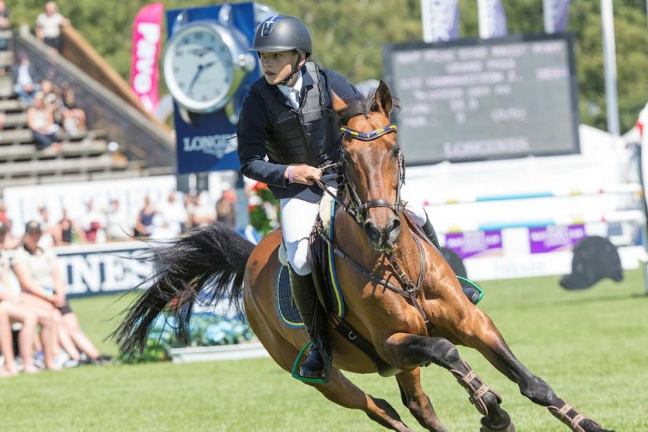 Ingemar Hammarström leder FEI Ponies Jumping Trophy