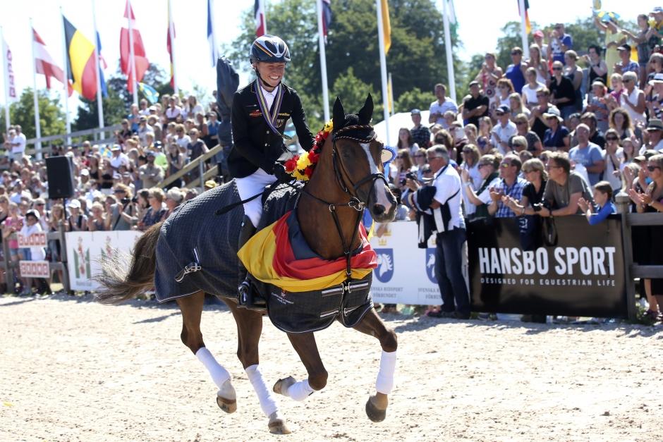 En av världens bästa ponnyer byter ryttare