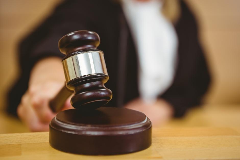 Hästägare fick djurförbud – åtalas för hot