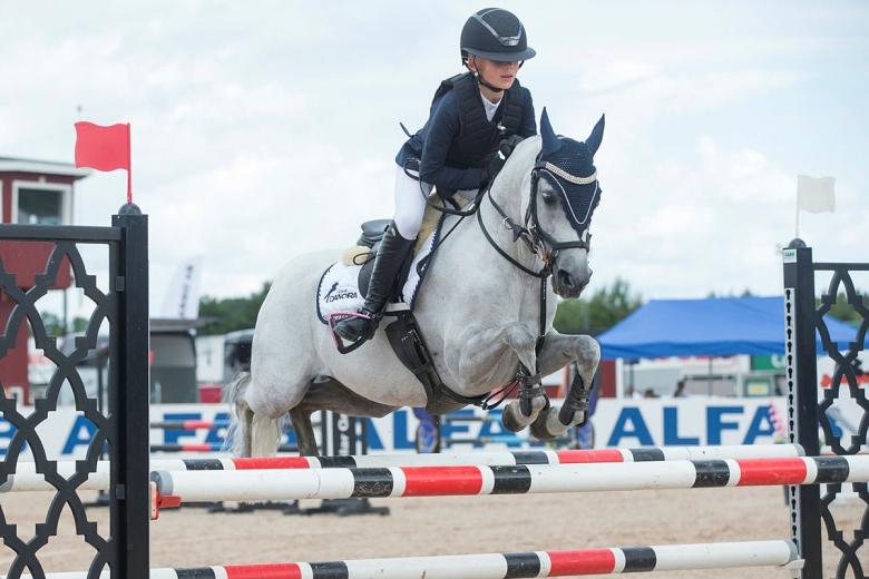 170729 SM-hoppningar Ebba Danielsson och Parc Chit Chat fick SM-silver för B-ponnyer i hoppning. BILDBYRÅN / kod PA / 91804