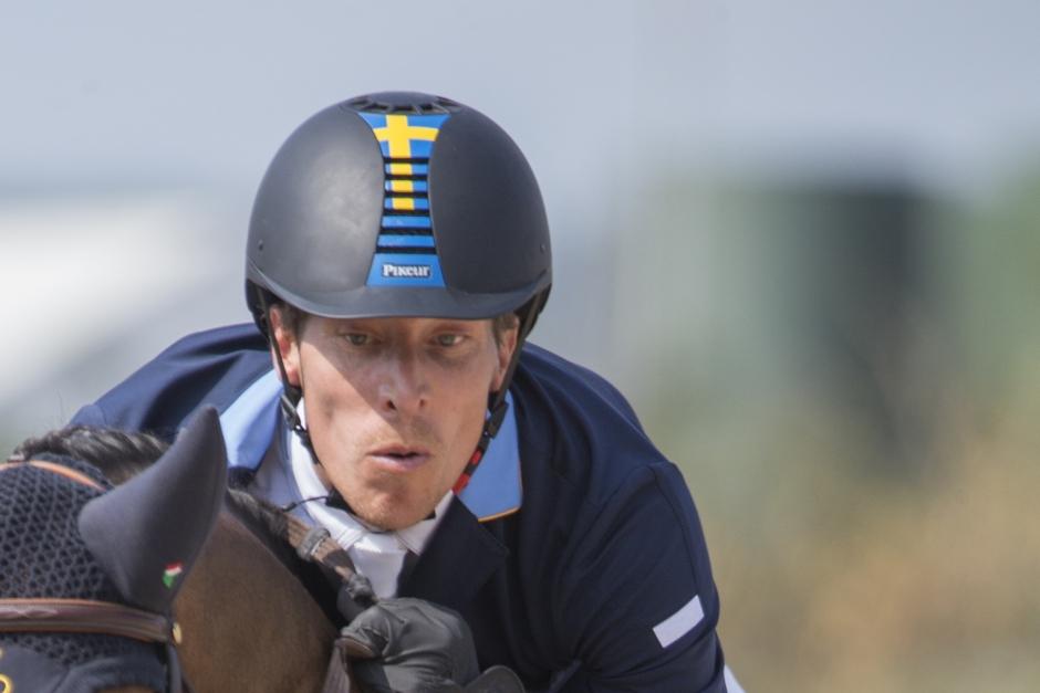 Six Bar-seger till Henrik på ny häst