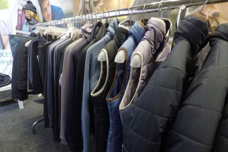 Diskreta toner av lila och blått är två stora inne-färger även bland hästkläder i år. Ett vanligt återkommande tema under mässan.
