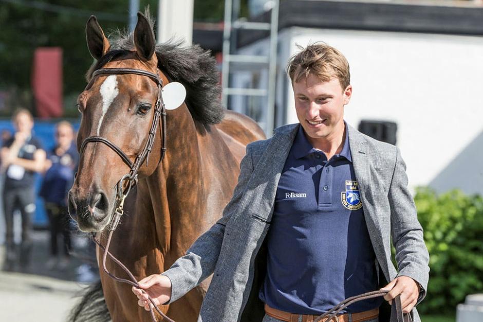 Rider två omgångar till – Douglas hoppas på final