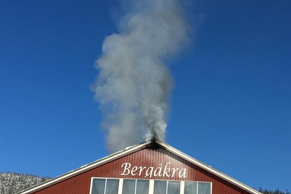 Bergåkras ridhus började brinna i morse