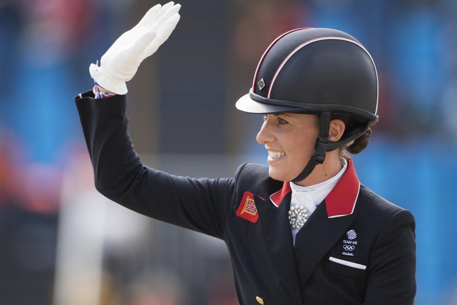 Charlotte Dujardin visar nya hästen i Aachen