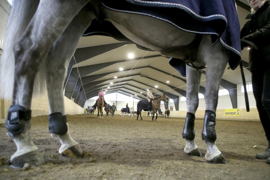 Tävlingar i fler regioner ställs in