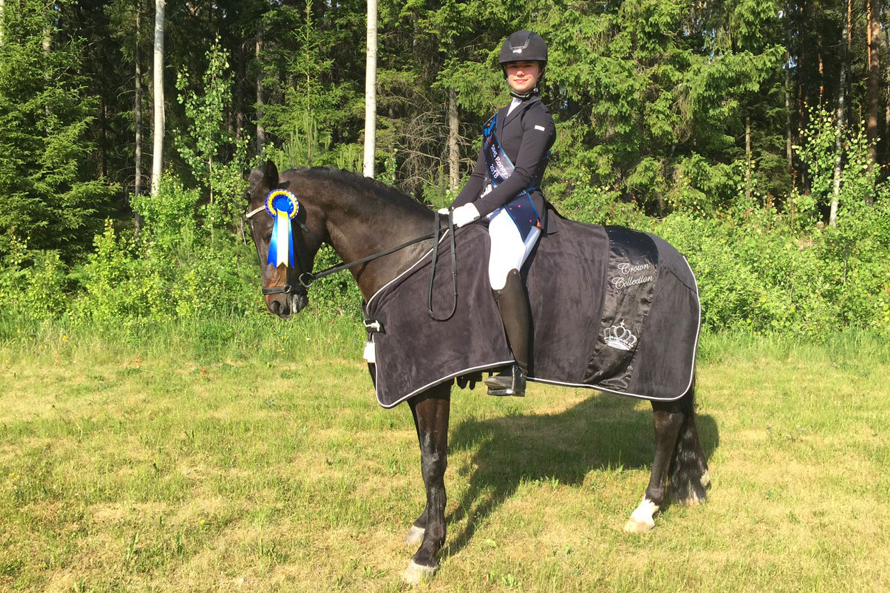 FEI Mästerskapsprogram kat D SIHS kval (22): Johanna Burholm - Ben (val f-02 imp Tyskland) 73,153%