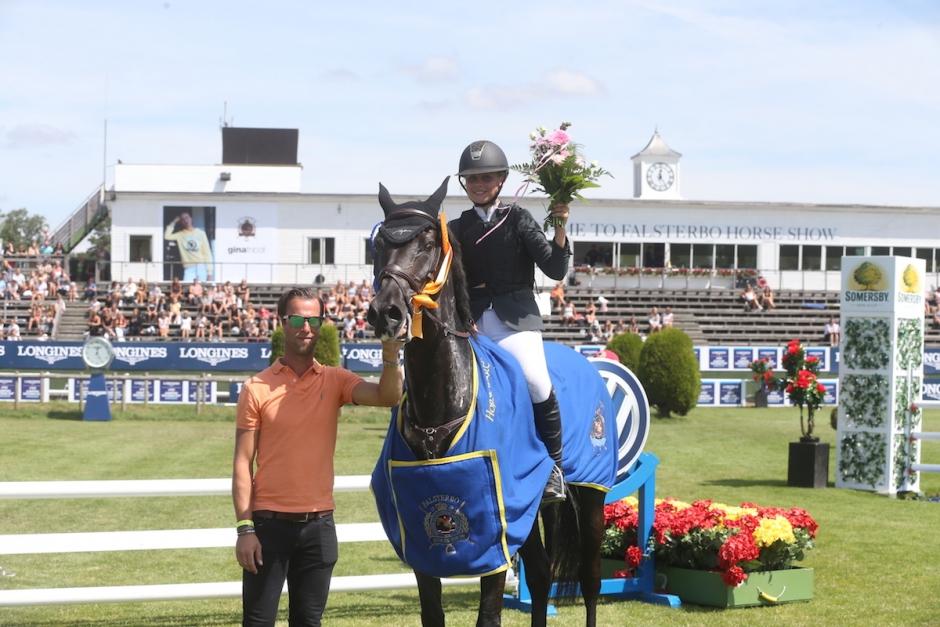 Smilla Berntsson vann Children's Challenge på syrrans häst