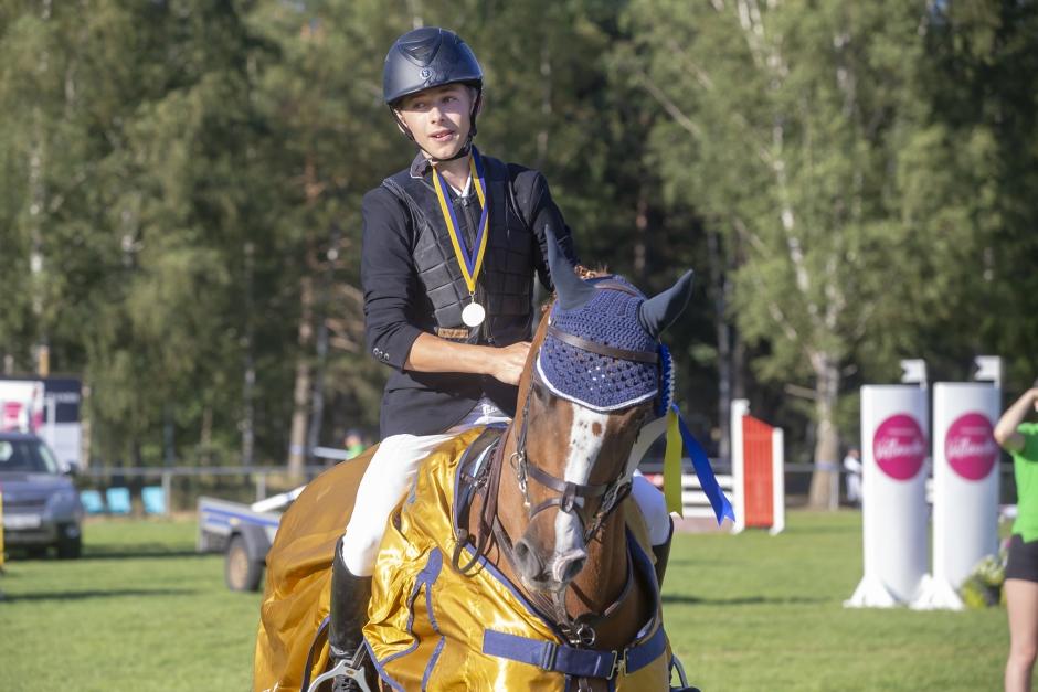 Första halvlek klar på ponny-SM – många ryttare med på allvar i medaljmatchen