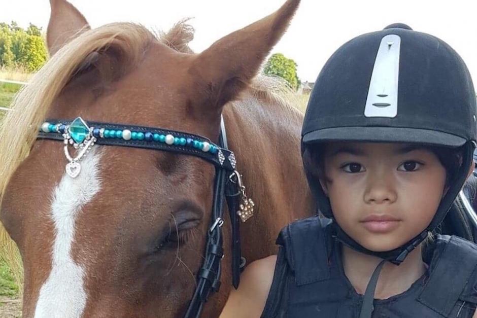 11-åring sponsrar kuskar med pannband