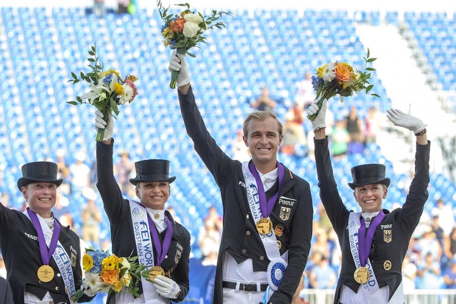 Isabell Werth rörd till tårar efter VM-guldet