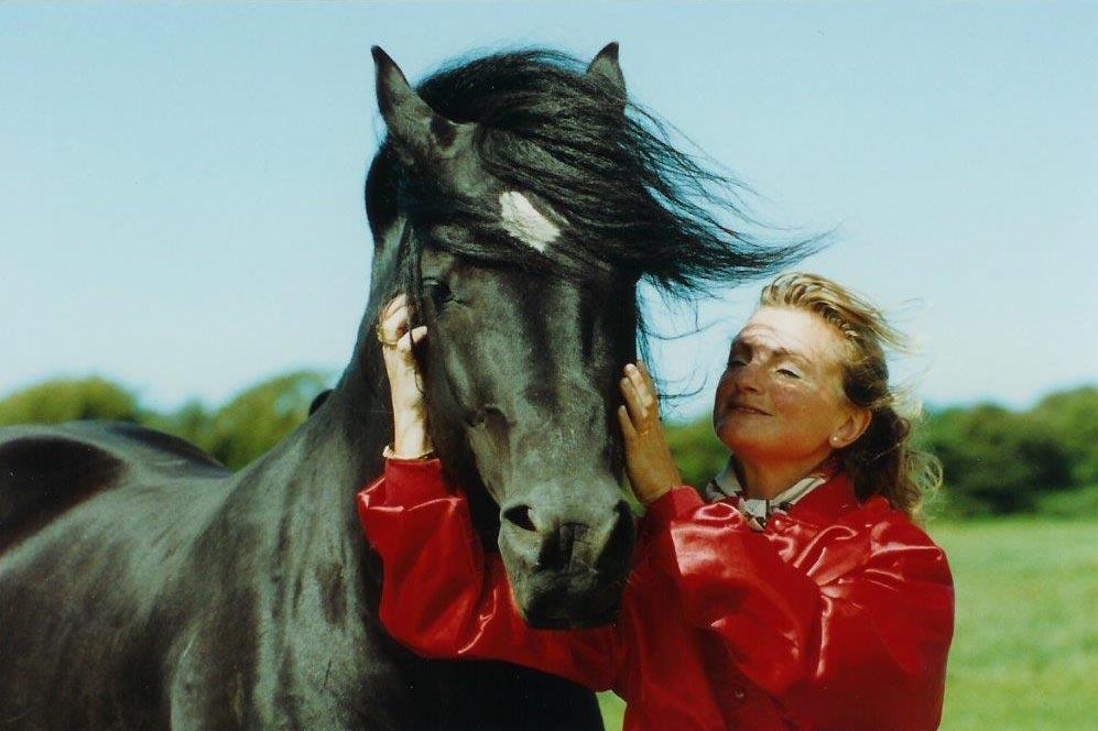 Detta är den legendariske Nebo Black Magic som Anna kramar i början av 1990 talet