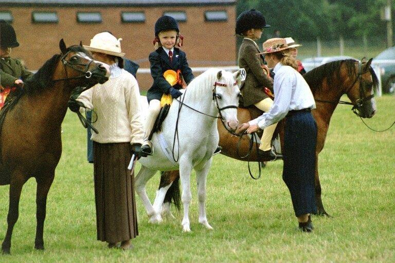 2002 på WPCS Centenary Show,Builth Wells, där dottern Josefin Tollbom på Burhults Tip Top deltog I Lead Rein och kom 3.a