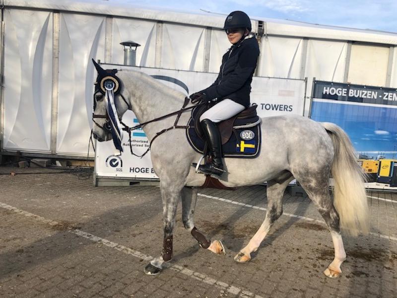 Stark start av Ebba Danielsson i Mechelens ponnyfinal