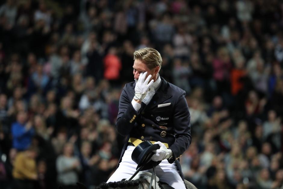 Rörd Rekord-Patrik hyllar sin häst