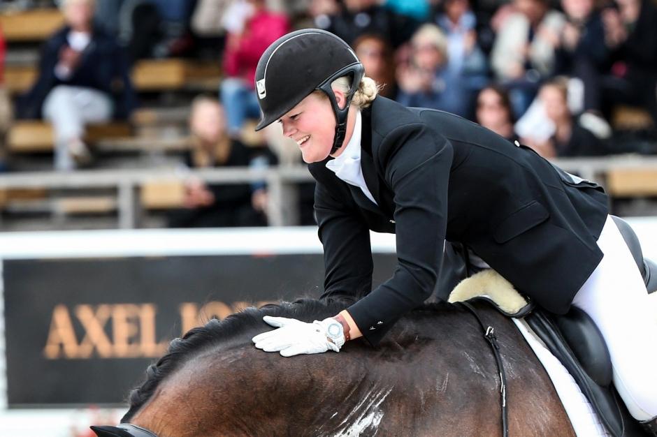 Malin Wahlkamp-Nilsson vann GPS-debuten med ny häst