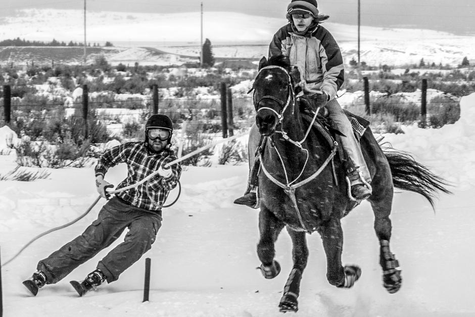 Skidstjärnor gör upp i gammal mästerskapsgren med häst