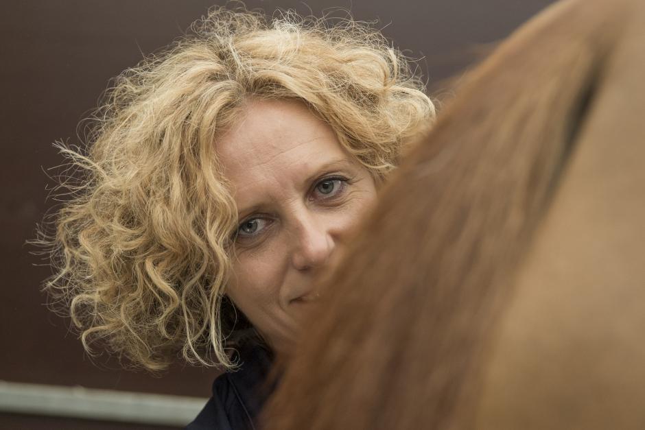 Hon är svenska hopplandslagets nya equiterapeut