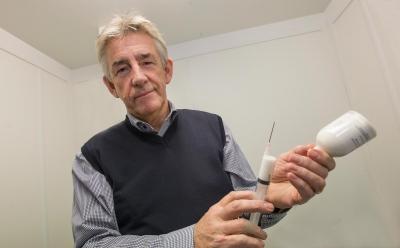 Peter-kallings-antibiotikaspruta1-171202-rt