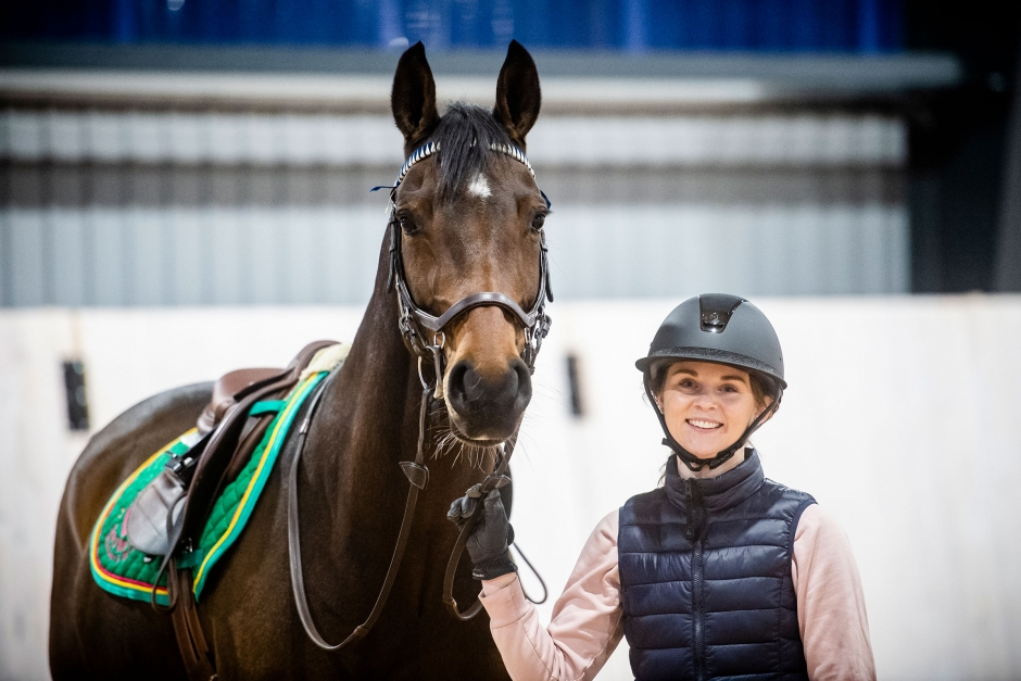Jenny Andersson stärker unghästen med evighetsbana