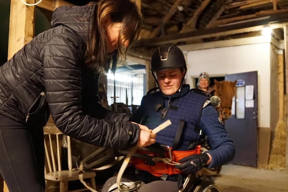 Specialutbildade hästar hjälper Johanna att komma tillbaka