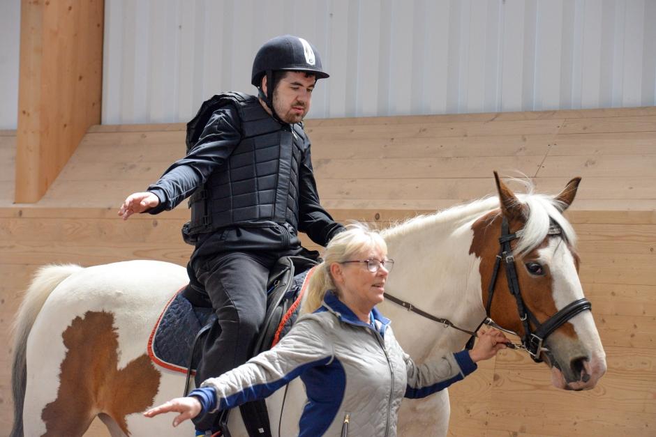 Ren glädje när dagcentret kommer till hästarna