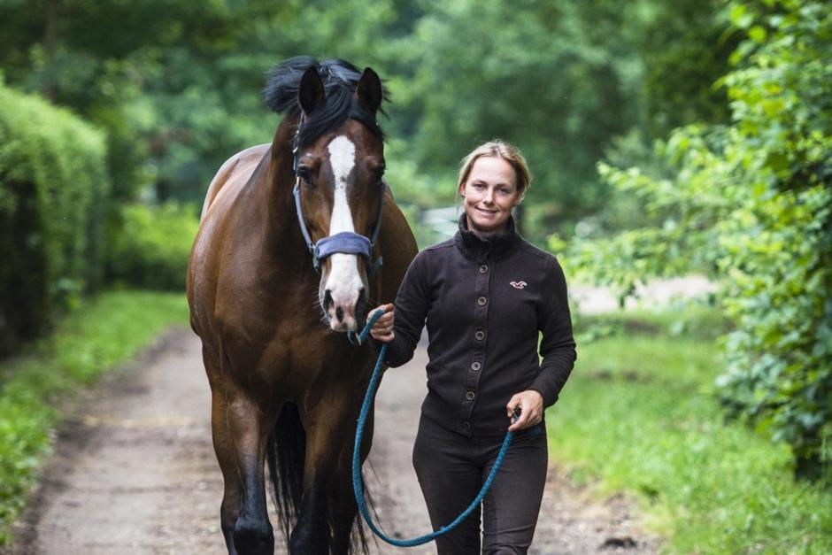 Sara Algotsson Ostholt jagar coronatest för att få tävla