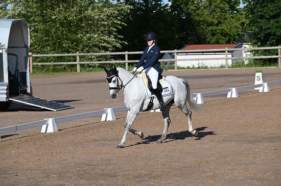 Louise Björklund segrare på Falbygdens ponnydressyr