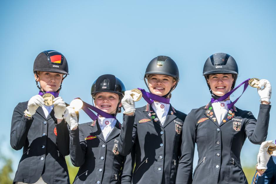 Bildfest: De tog hand om lagmedaljerna på EM
