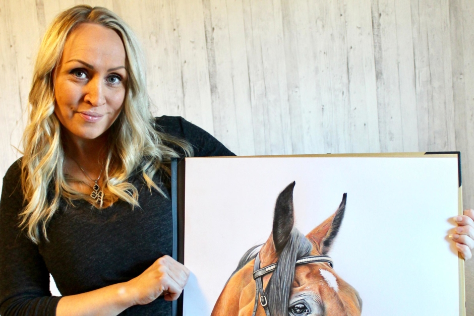 """""""Jag behåller passionen till hästarna genom konsten"""""""