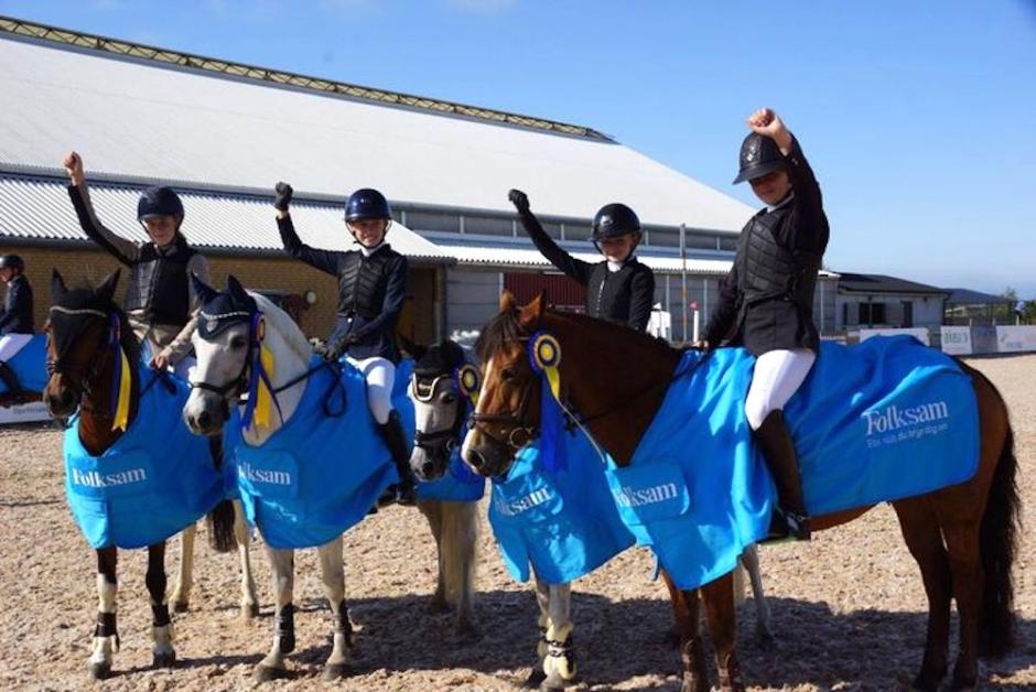 De går vidare till ponnyernas lag-SM i hoppning