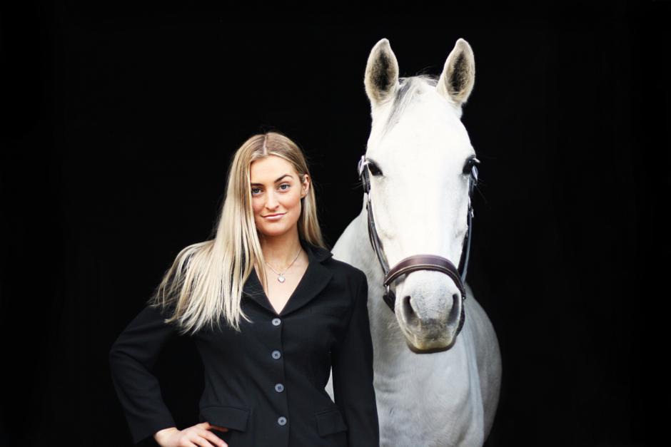 Rebecka Fredriksson gör affärer av ridsportens influencers
