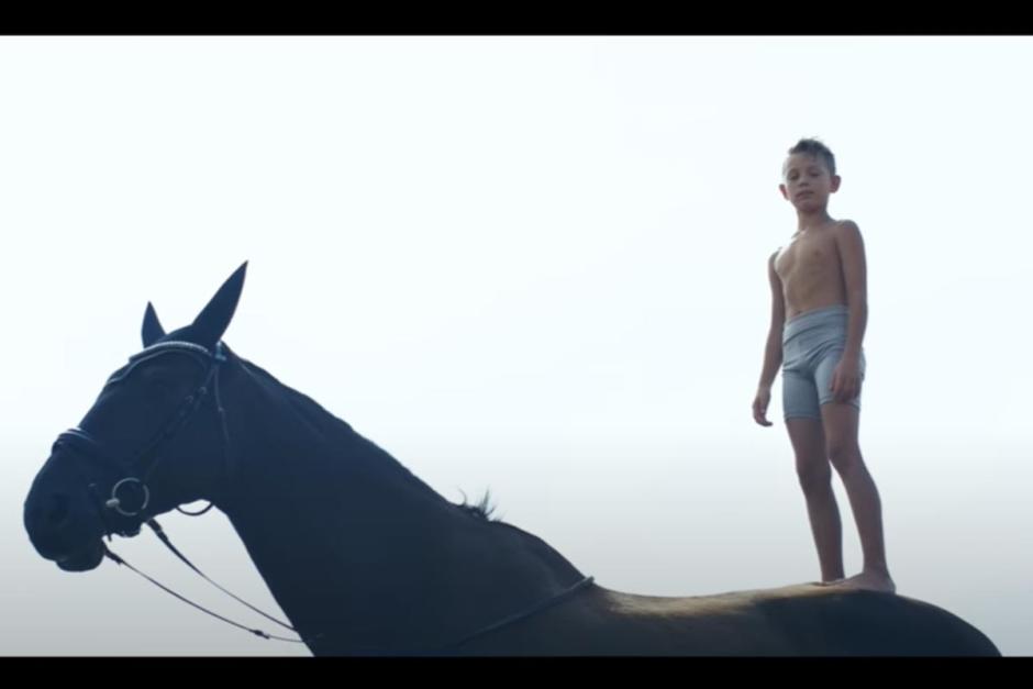 Kolla klippet: Svenska voltigelandslaget i musikvideo