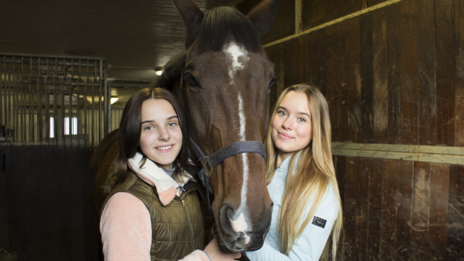 Systrarna Bergåkra i ny hästserie på SVT
