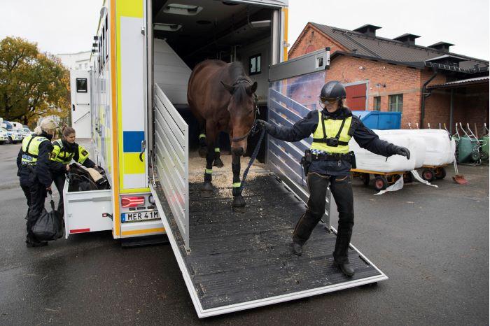 Polisens hästar har fått nytt tjänstefordon