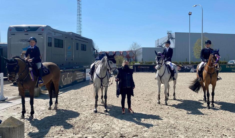 Svenska ponnyryttare toppade i Belgien – siktar på EM