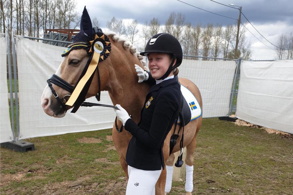 De rider ponny-EM i dressyr