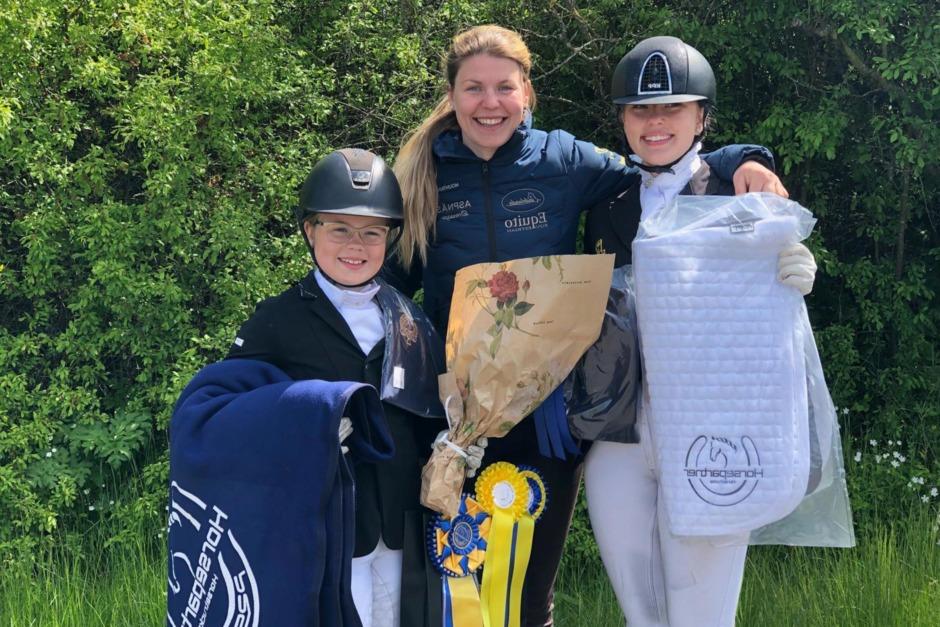 Falsterbokvalade ponnyekipage och FEI-segrare