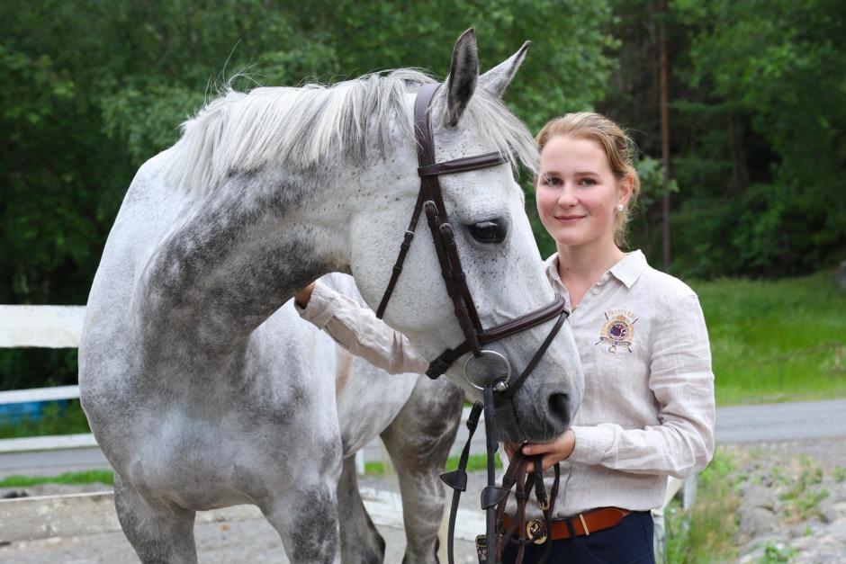 Fanny Kullmyr ny beridare på Hästak efter André Brandt
