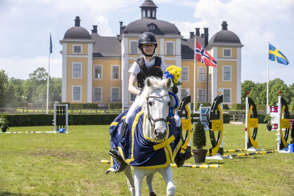 Anna-Maria Lundgren hoppade hem Sverigeponnyn