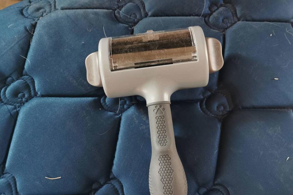 Nöt bort håret med ett verktyg