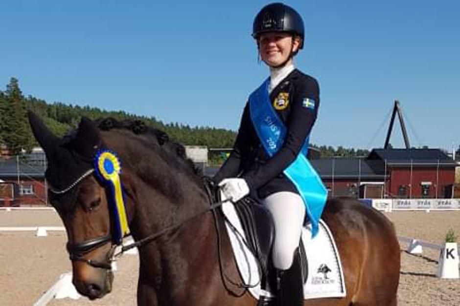 Kvalsegrar för Ebba och Maja i SIHS Ponny Kür