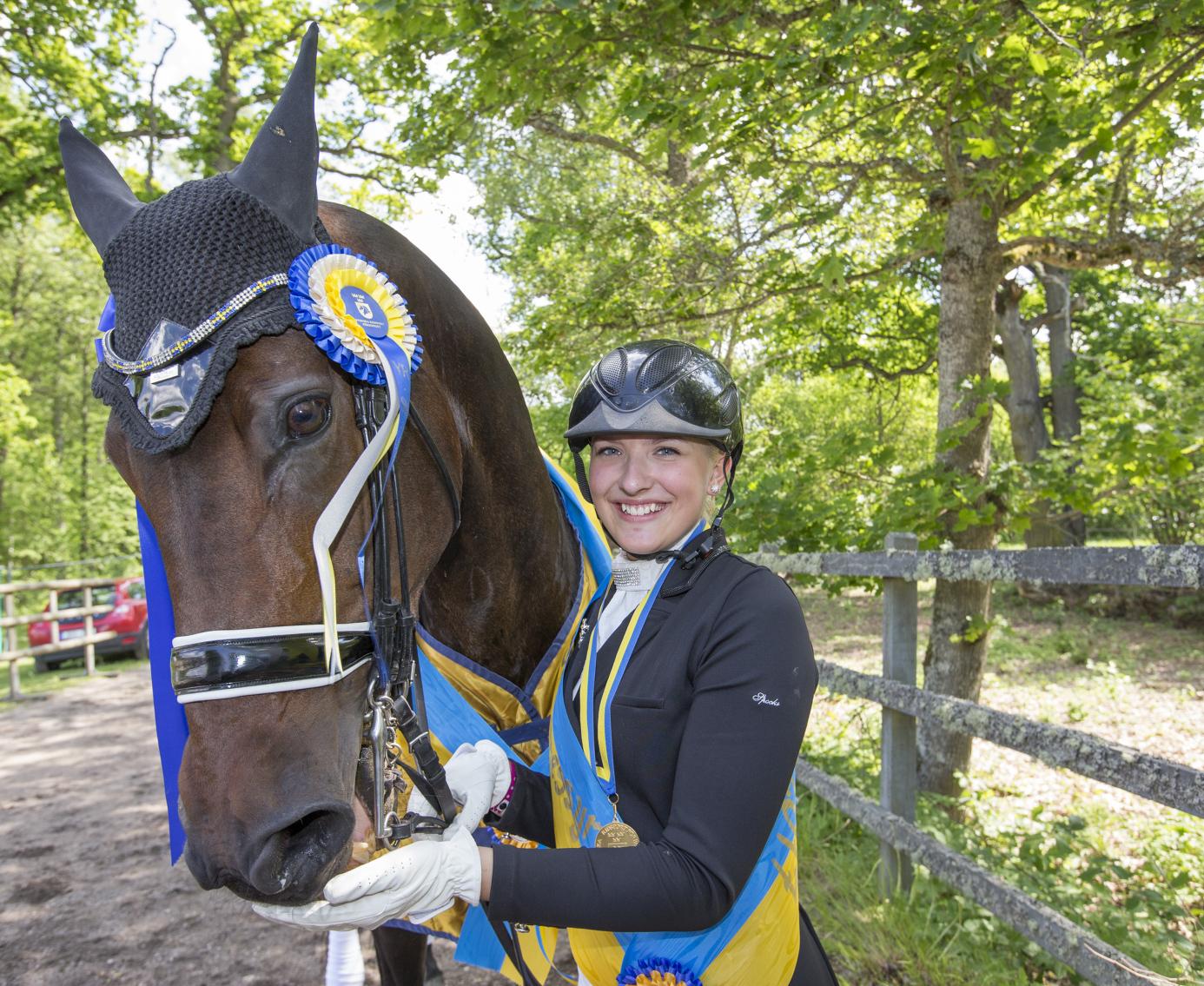 I juni tog Cecilia Bergåkra Berglund SM-guld för unga ryttare med Primavera. Nu ska hon representera Sverige på EM.