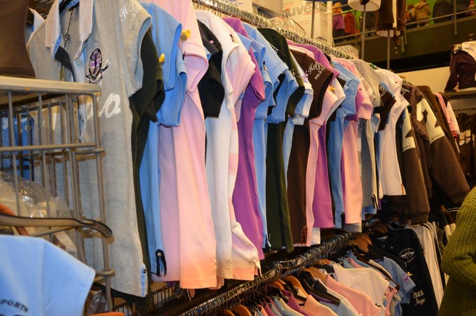 Kläder och täcken säljer mest