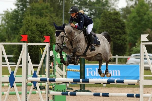 Färdighoppat på championatet för unga ponnyer