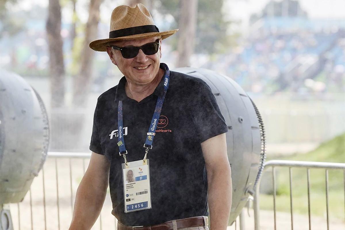"""Som FEI:s chefveterinär leder och fördelar Göran Åkerström arbetet till team i 135 länder. """"Ibland kan jag sakna det operativa arbetet, att få vara med ute i stallarna och själv ta dopningsprover eller göra en utredning på plats av ett positivt prov."""""""