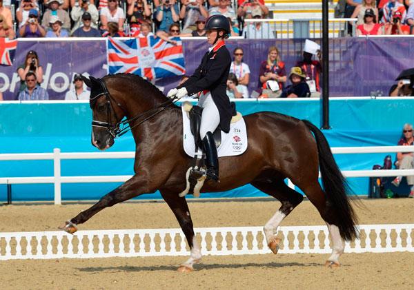 Charlotte Dujardin och Valegro på väg mot dubbla OS-guld i London.